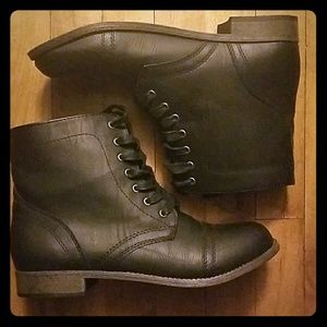 Short, Black boots by Rampage